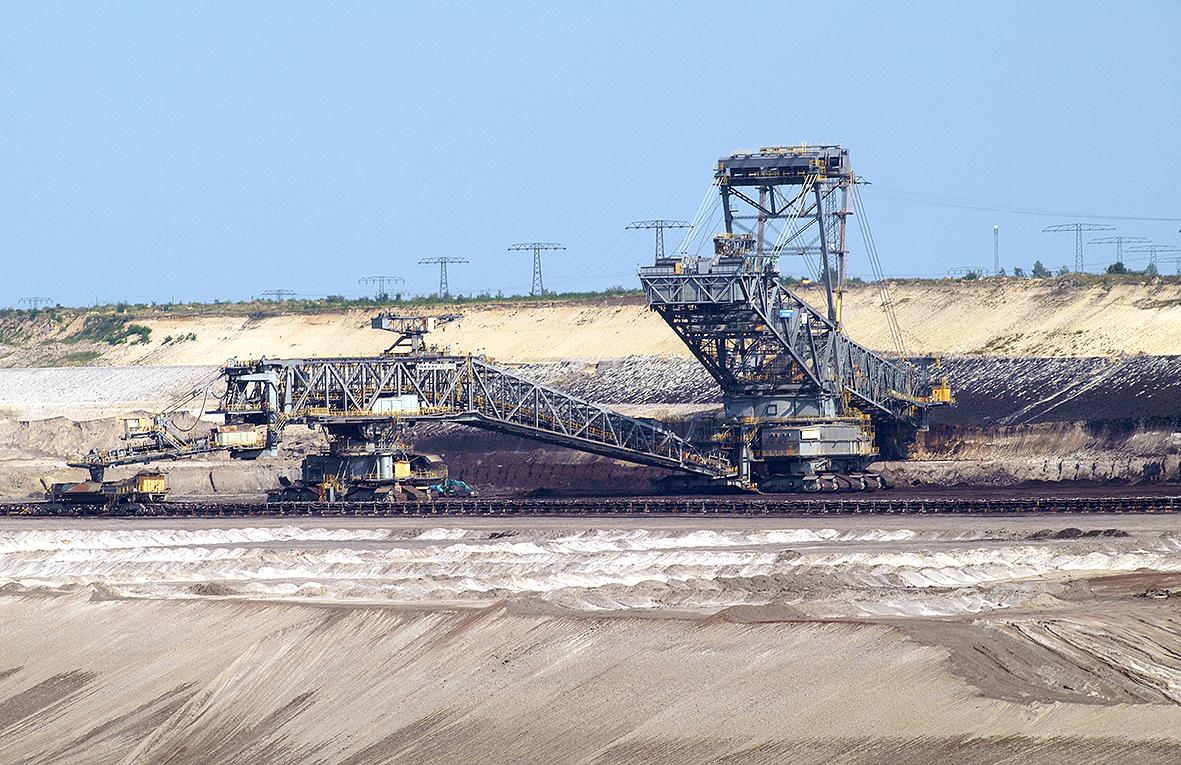 Eine Braunkohleförderbrücke in Aktion